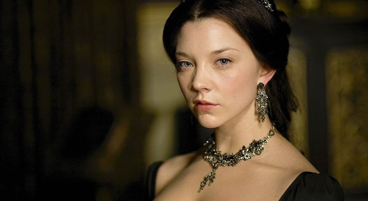 Natalie-Dormer-Will-Be-Seen-In-A-Different-Role-and-Look-In-The-Hunger-Games-Mockingjay_optimized